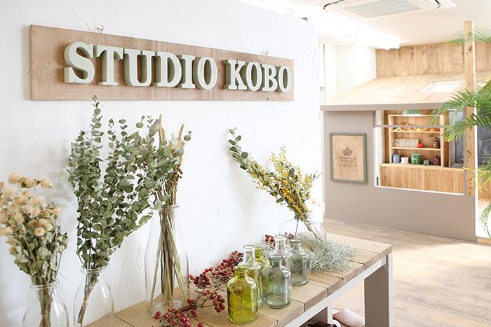 フォトスタジオコボ東浦和店の入り口
