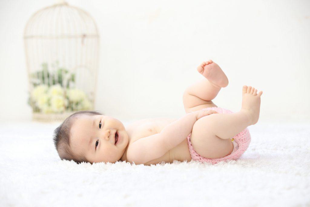 赤ちゃん はだかんぼ写真