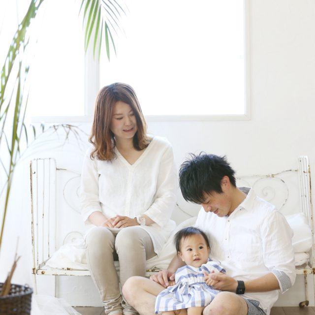 自然な仕草の家族写真(ファミリーフォト)