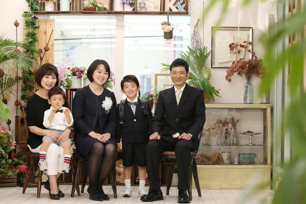 入園入学記念で家族写真を撮影
